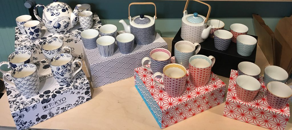 Mugs, tasses, services à thés à Tournai